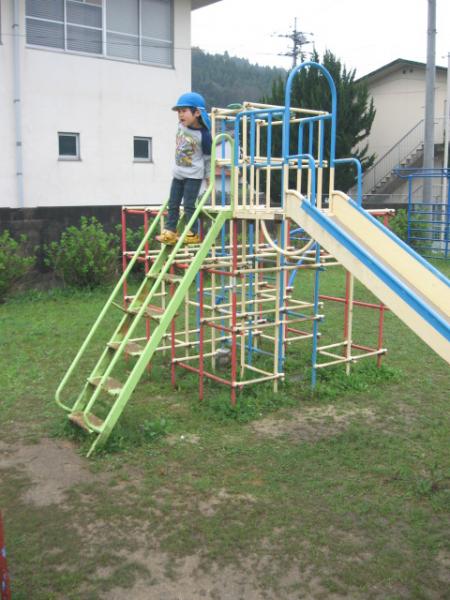 木次幼稚園 遊具 塗装前