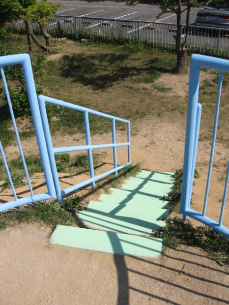 島根県大東保育園 階段 塗装後